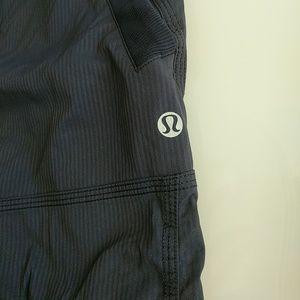 Womens Lululemon Crop Pants-Navy- Size 6
